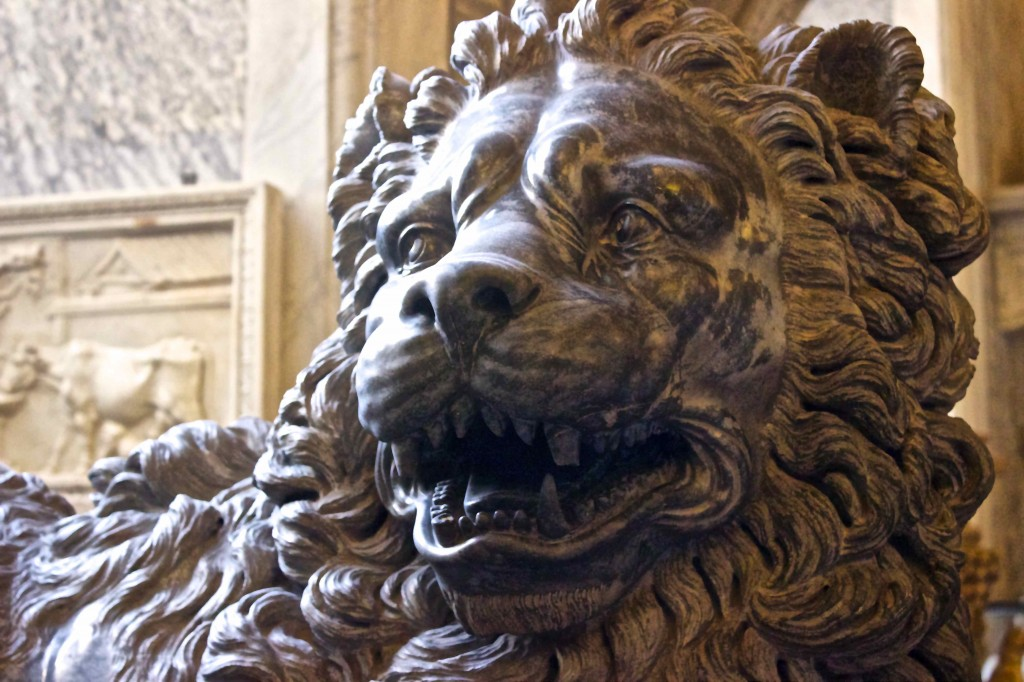 A lion statue inside the museums.