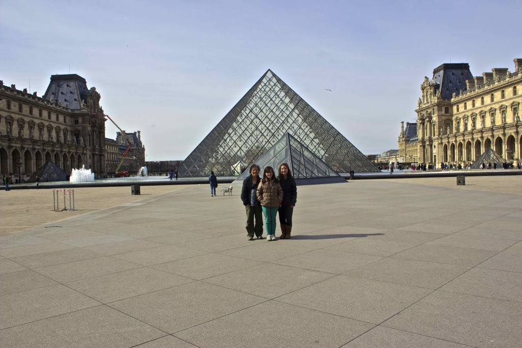 Siobhan, Meadhbh and Wanda in front of the pyramids.